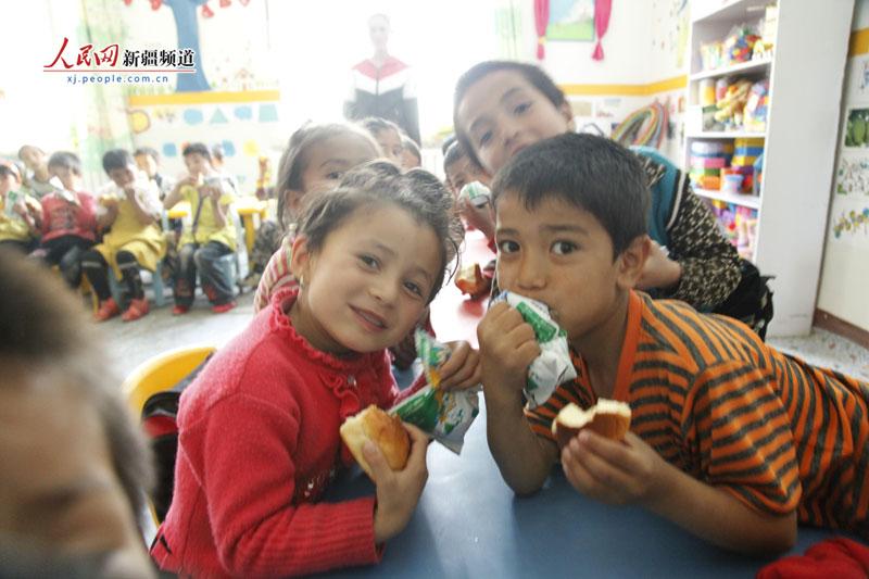 新疆乌什县幼儿园孩子吃上营养餐 每人每天补助3元
