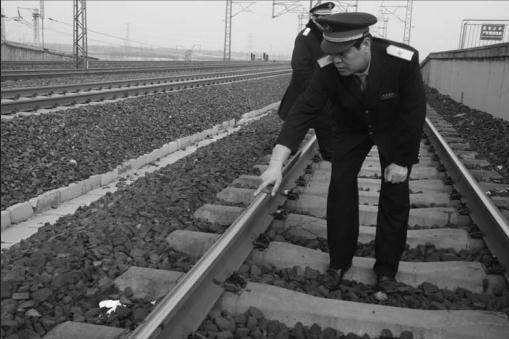 由青岛开往成都的k208次列车即将到站