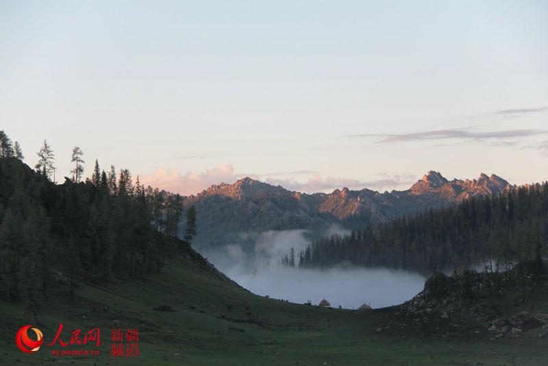 新疆阿勒泰夏牧场风光无限好