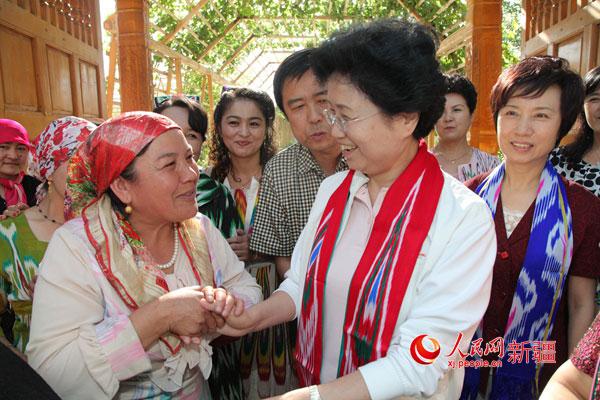 新疆社会稳定和长治久安中创造性地开展妇联工作的