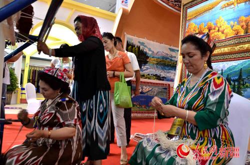 幼儿园手工艺品维吾尔族服饰制作视频