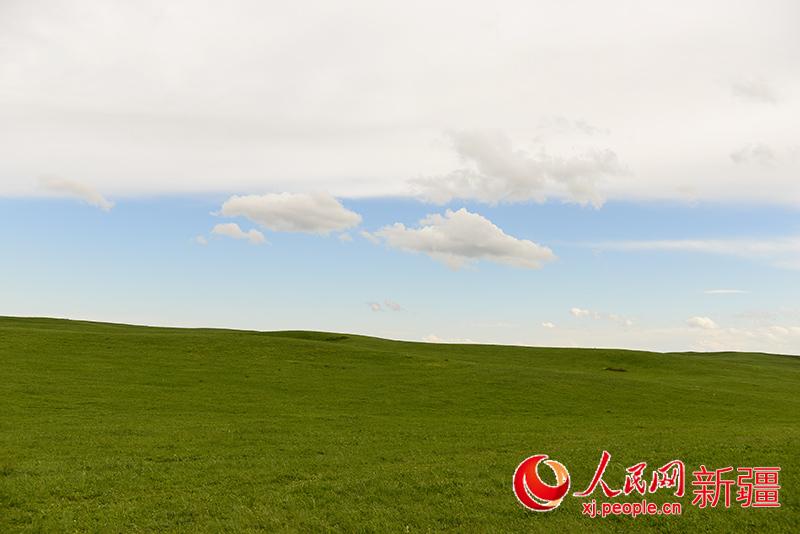 新疆塔城市塔尔巴哈台山美景醉人(组图)