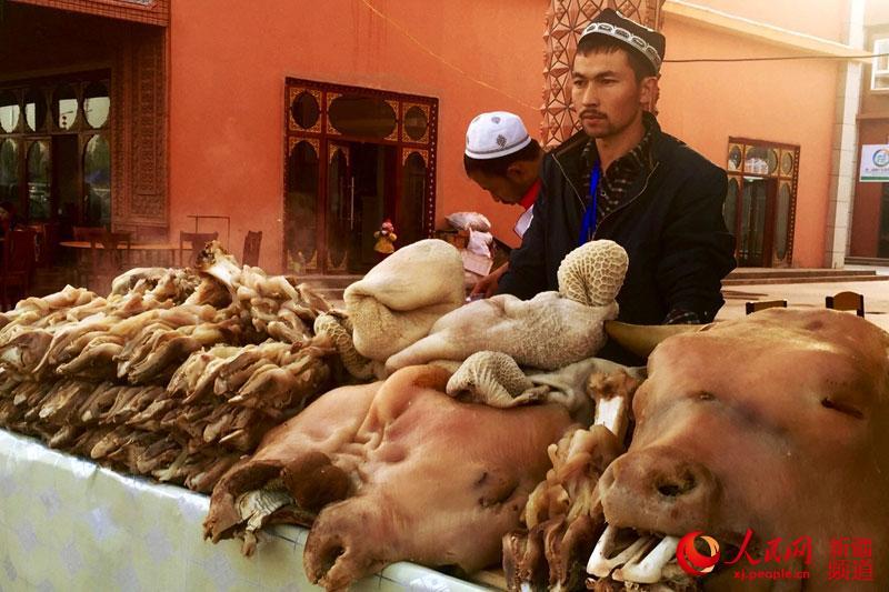 享受天下上的疏附味道:技艺美食中品味新疆美生啫菜舌尖传统图片