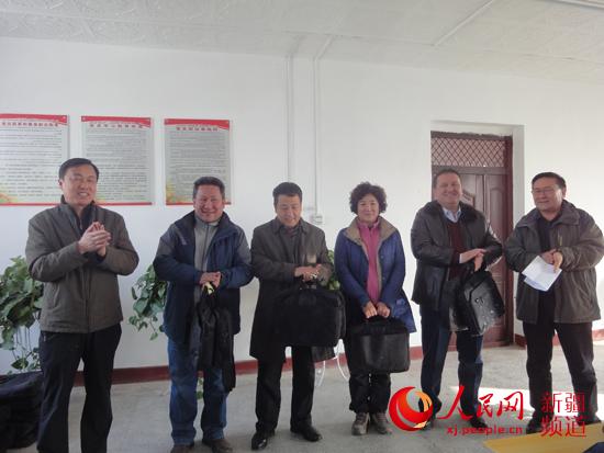 """新疆教育厅住村工作组打造农村""""绿色网吧"""""""