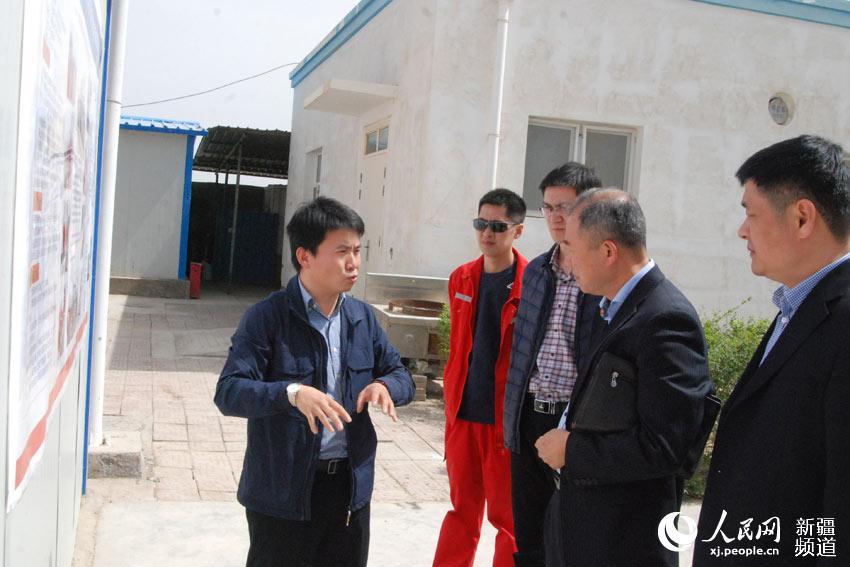 12日,在位于新疆塔里木盆地腹地的中石化西北局托甫基地,世界首套新型