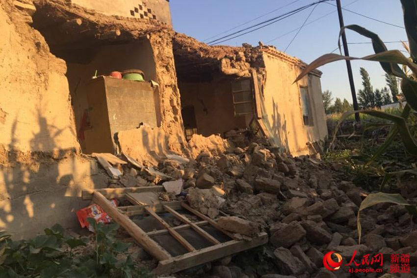 新疆精河发生6.6级地震 部分房屋出现垮塌裂缝(图)