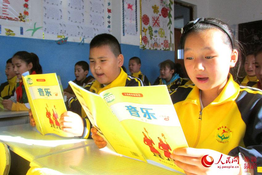 新疆裕民县:小学v小学倡导利用勤俭节约财课本西图片