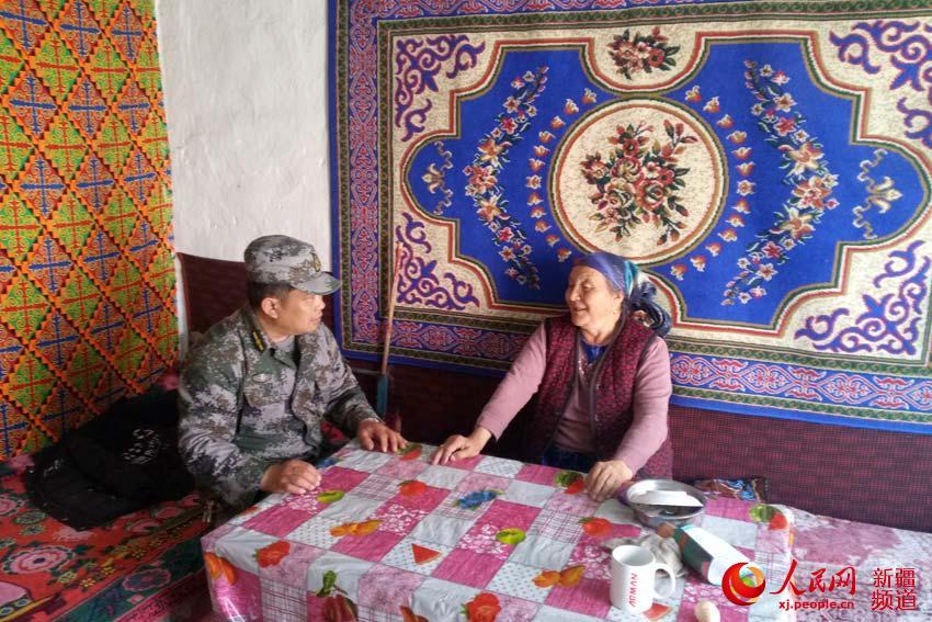 新疆生产建设兵团第十师北屯市驻村工作队新春送温暖