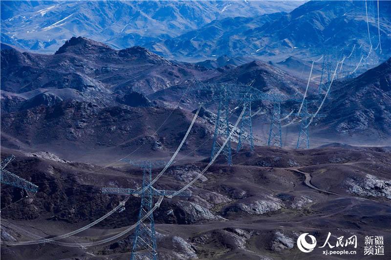 准东-皖南±1100千伏特高压直流工程新疆段全线贯通
