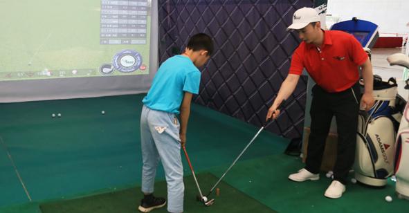 室内高尔夫运动落户www.188bet.com