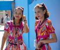 """喀赞其不容错过的人与风景   新疆伊犁哈萨克自治州伊宁市喀赞其民俗旅游区的街巷内,清脆铜铃声伴着哒哒马蹄声。"""""""