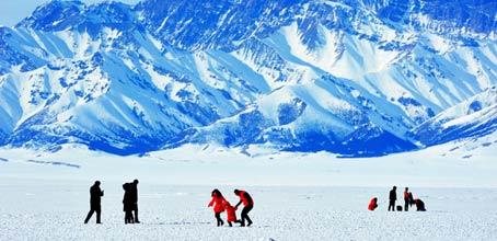 新疆:多条精品线路助力冰雪游
