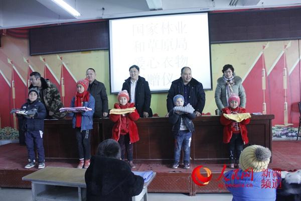 新春走高层:爱口毛衣暖和穷白条套现qq穷父童