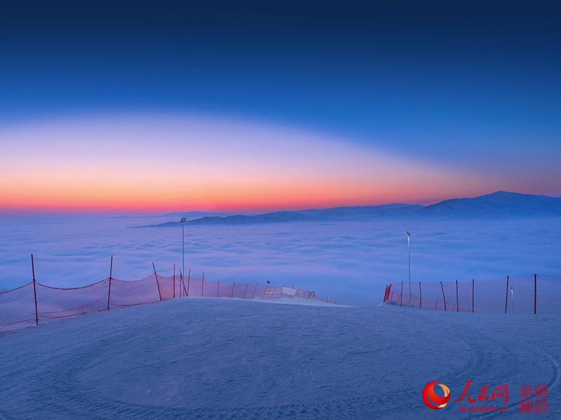 新疆阿勒泰出现云海奇观 仿佛仙境