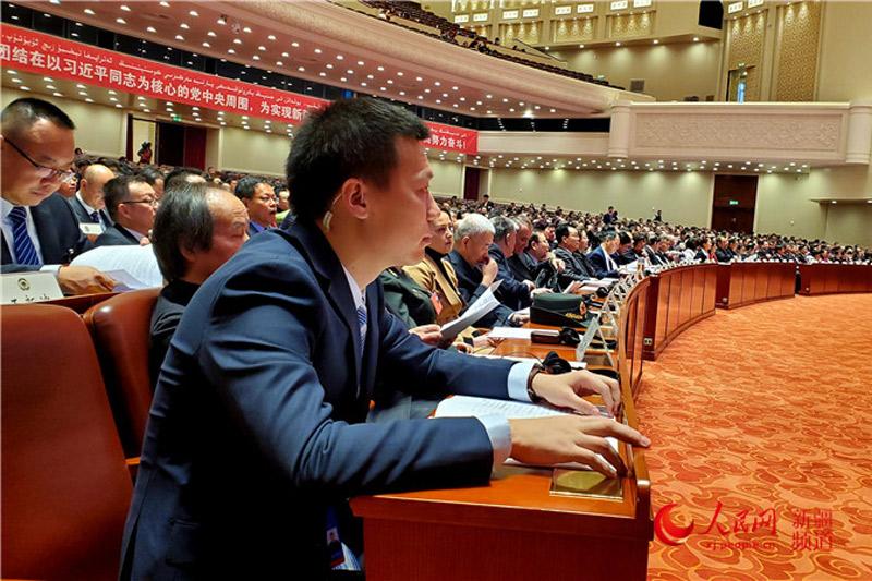 新疆维吾尔自治区政协十二届三次会议开幕(图)【4】