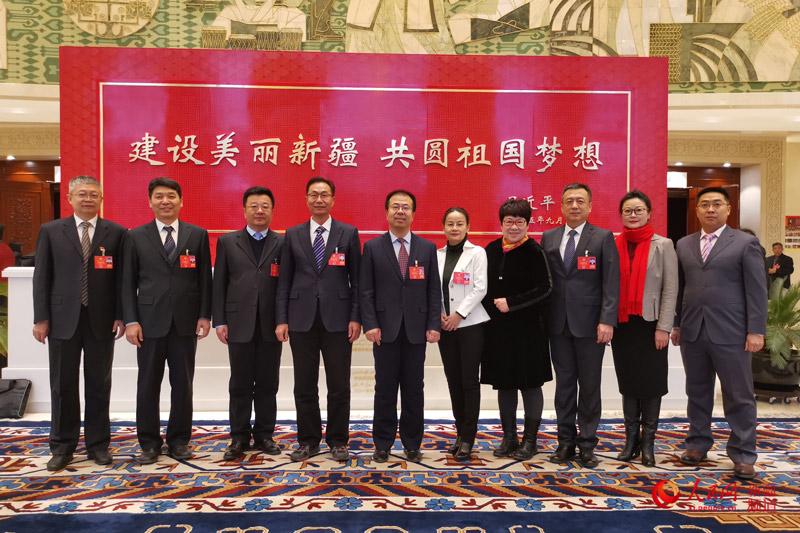 新疆维吾尔自治区政协十二届三次会议开幕(图)【5】