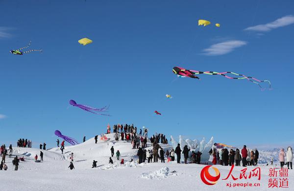 """新疆��e木湖:冬季旅游不""""打烊"""