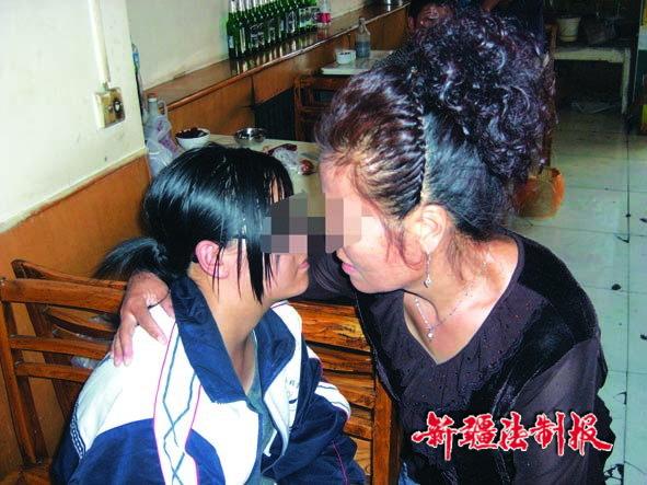 16岁女生遭少女学群殴女同的好朋友图片